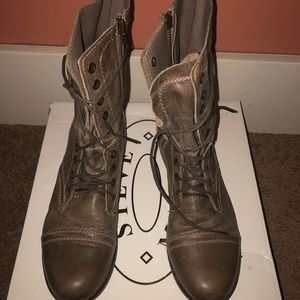 Steve Madden 8.5 boot. Excellent condition